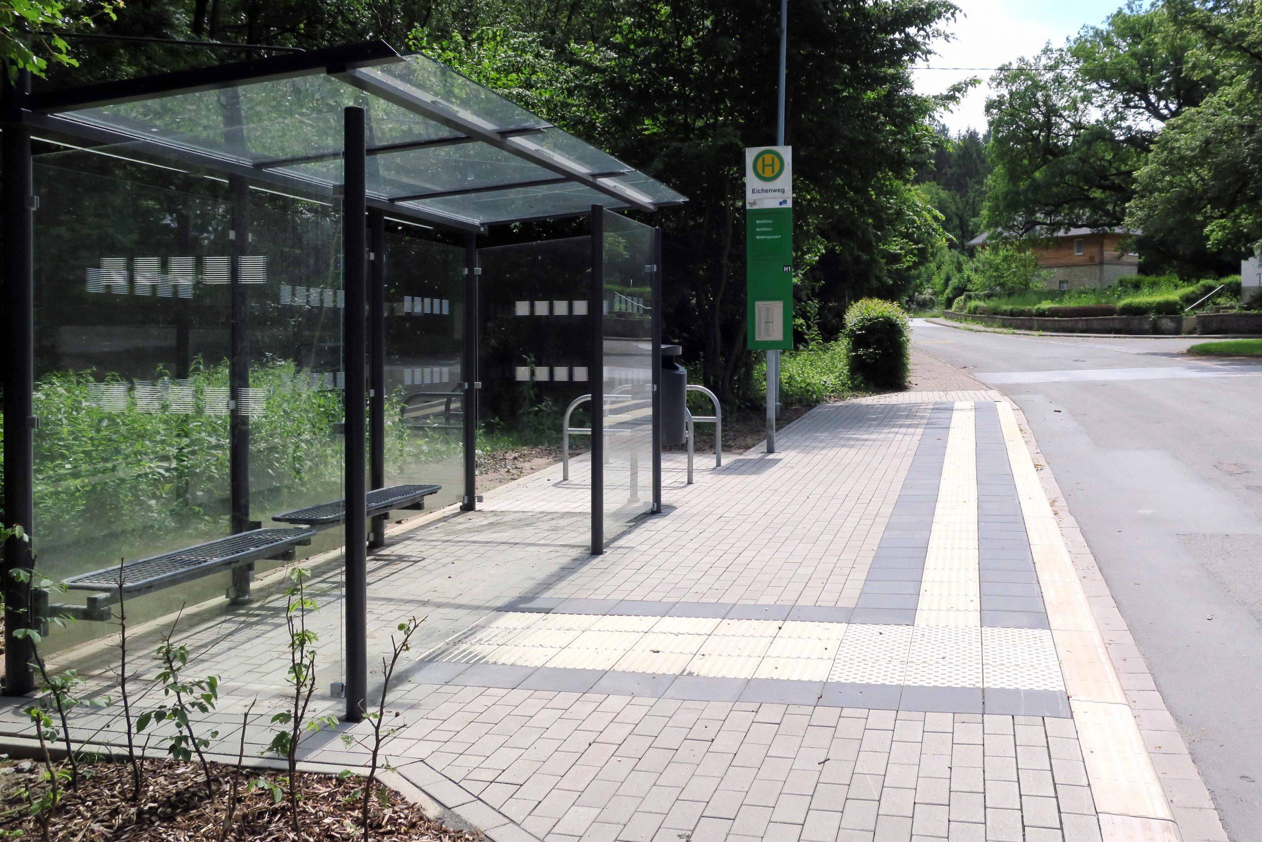 Barrierefreie Bushaltestelle am Ringelsteiner Bahnhof